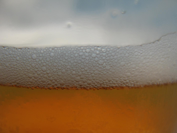 beer-in-glass-close-up