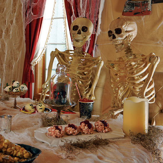 10-halloween-decorating-ideas---spooky-scary-skeletons