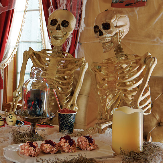 scary-haunted-house-decorations-6