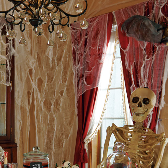 scary-haunted-house-decorations-7