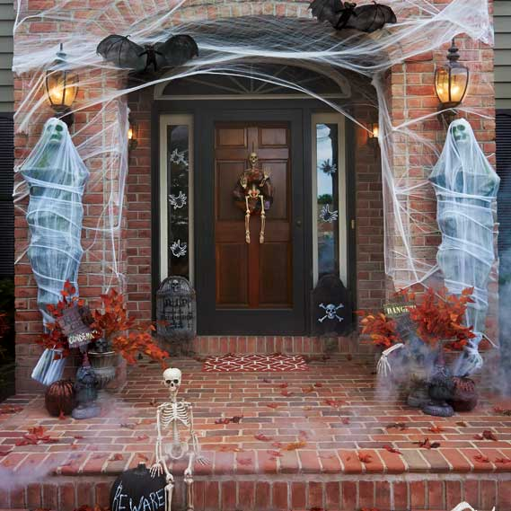 Halloween decorating ideas how to haunt your yard for Home halloween decorations